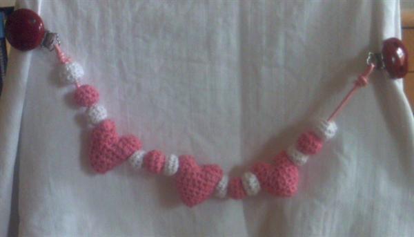 Barnevognskæde med lyserøde hjerter