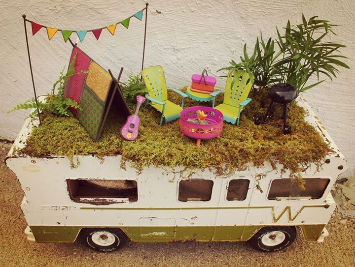 My Gypsy Garden pieces in a Mini Winnie!  Display and picture by Hinge Valley Junction, check them out!
