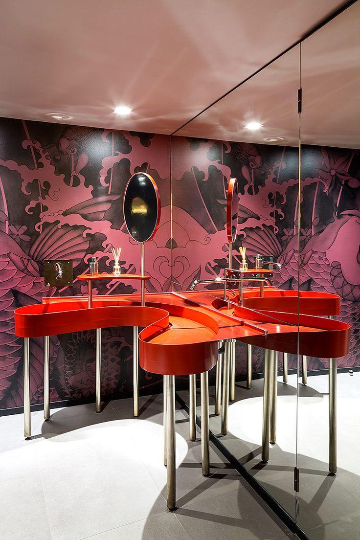 En el baño también se incluyeron detalles gráficos en colores rosados.