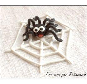 Idée créative : Réaliser une araignée rigolote sur sa toile en fimo, par Ptitamande