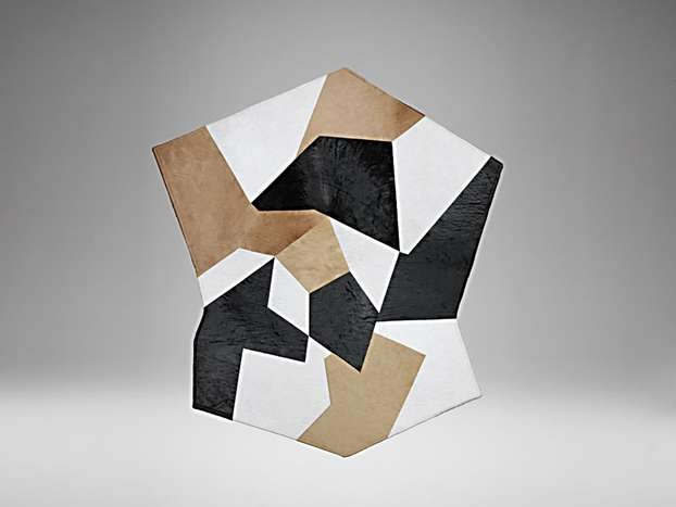 Questo tappeto di forma ottagonale è un patchwork di ritagli in pelle di cavallino di diversi colori, disegnato da Gio Ponti nel 1954.  http://www.leonardo.tv/storia-del-design/gio-ponti-opere/tappeto-gio-ponti-molteni/pagina/2