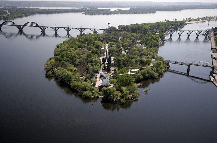 Днепропетровская область расположена в удивительном месте. Мало того, что она находиться в центральной части Украины, так еще и занимает нижнее и среднее течение Днепра. Благодаря