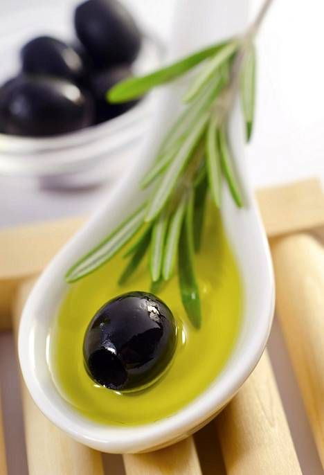 Välimeren ruokavaliota noudattavat saavat tutkimuksen mukaan terveyshyötyä.