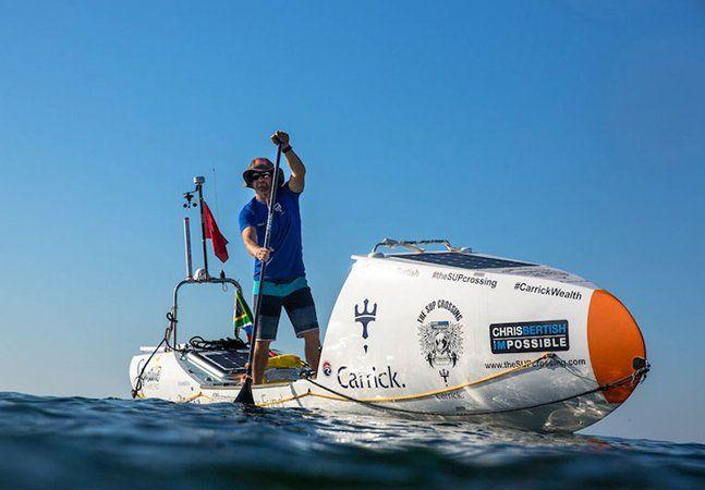 O brasileiro Amyr Klink foi a primeira pessoa a atravessar o Oceano Atlântico num barco a remo – em uma viagem de 100 dias e 7 mil quilômetros de duração em 1984. Os desafios na relação entre o mar e o ser humano – e o irrefreável desejo de explorar – nunca cessam, e o sul-africano Chris Bertish aos 42 anos acaba de cumprir uma nova façanha: atravessar o Atlântico em uma prancha adaptada de stand-up paddle. Tecnicamente, Chris cruzou o oceano de pé. Foram 93 dias e cerca de 7,5 mil…