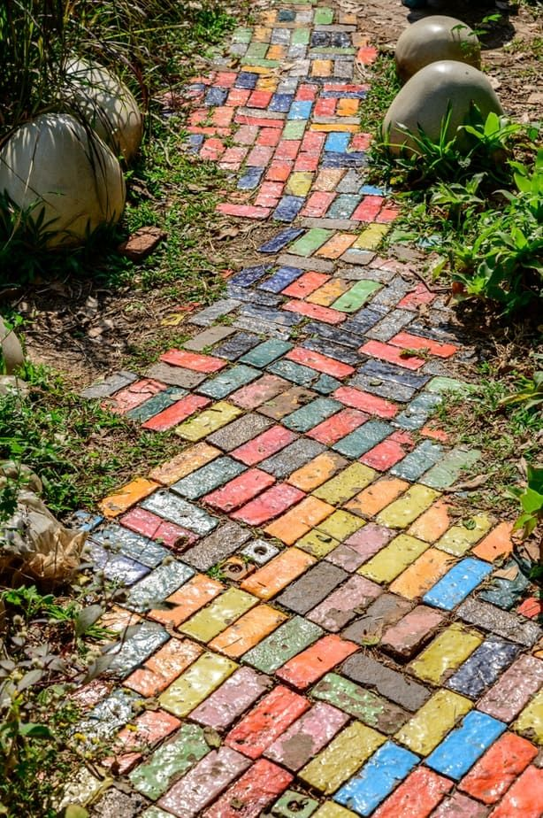4 Easy And Cheap Diy Cement Walkway Ideas In 2020 Cheap Diy