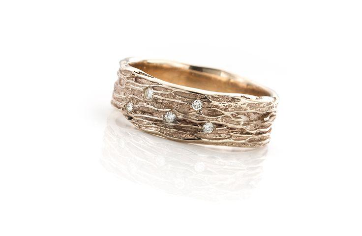 trouwring in witgoud, champagne kleur, champagnewitgoud met diamant, kan ook in het roodgoud of geelgoud