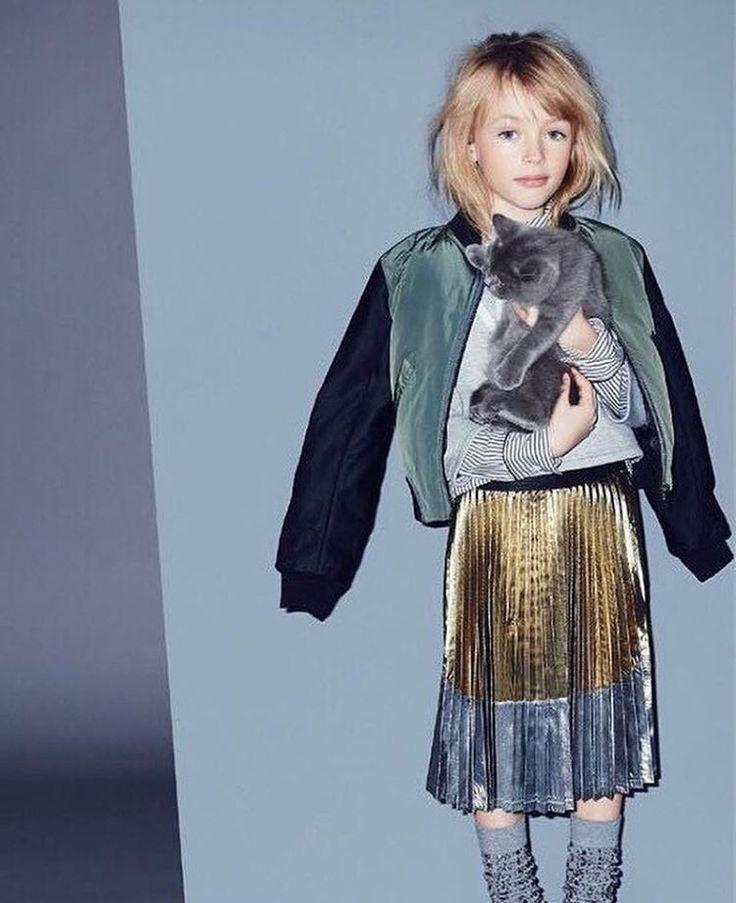 Another very cool metallic pleated skirt at @n21_official new kids line for #holiday dressing via model @elenalelianastoian76 #kidsfashion #fashionkids #ministyle #minme #kidstyle #italianfashion #kidzfashion
