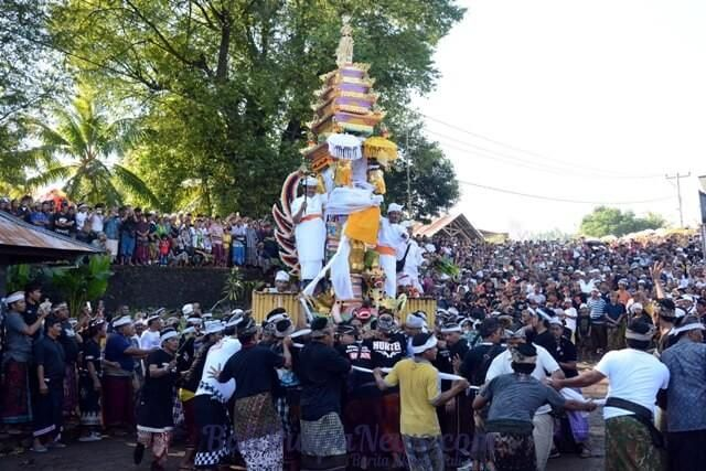 """Bali which the majority Hindus people,always have interesting traditions that should we know. """"One of them is NGABEN"""" Ngaben is generally defined as a cremation ceremony, but from the origin of etymology it can be said less precise, because there is a tradition of cremation that is not through the burning of dead bodies. Ngaben"""