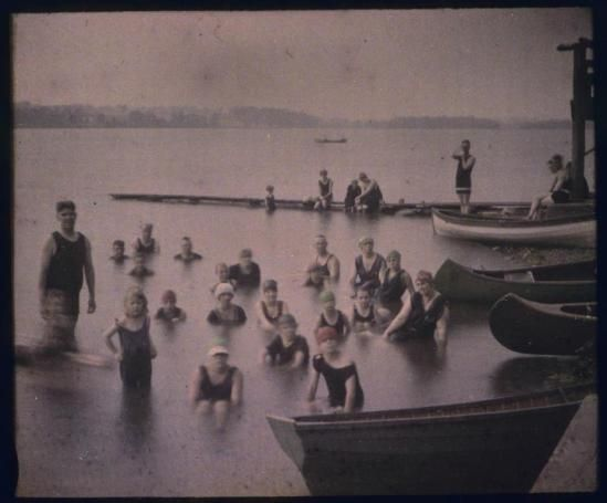 charles-c-zoller-swimmers-in-silver-lake-n-y-1920-aitochrome