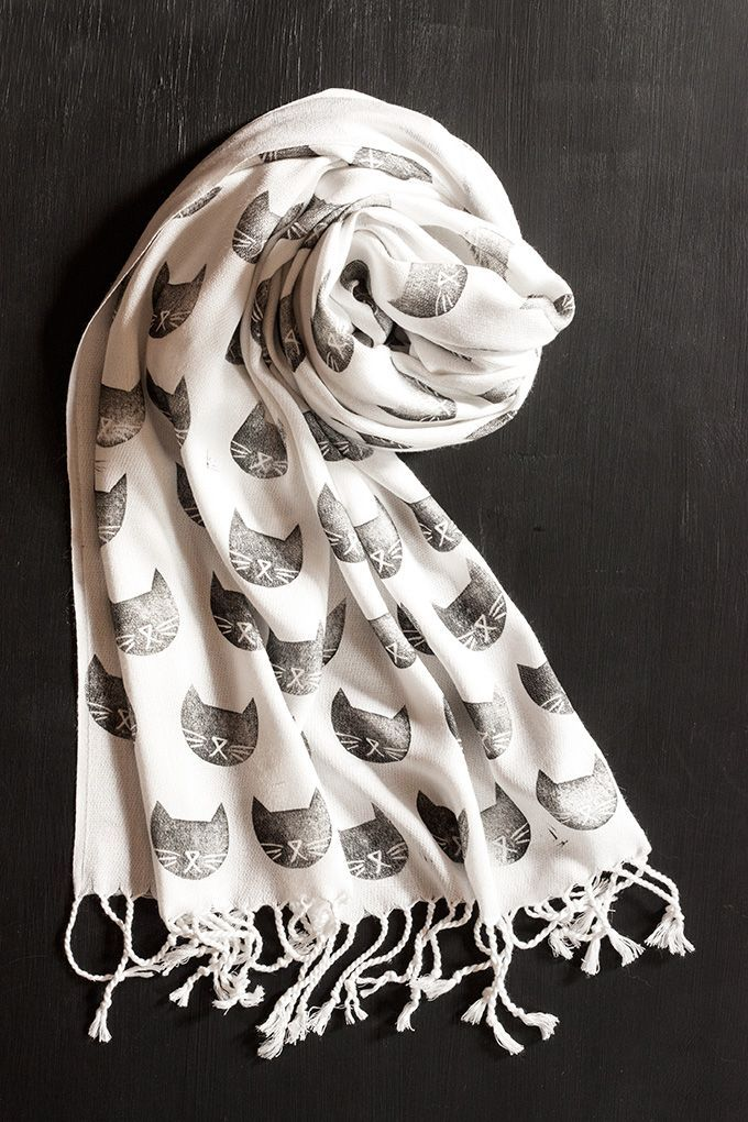 DIY: black cat stamped scarf