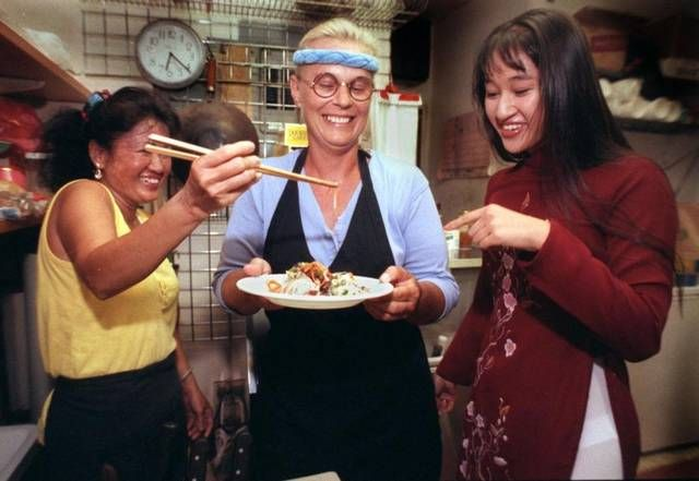 "In a 1994 photograph, Hy Vong's Tung Nguyen (left), Kathy Manning (center) and Nguyen's daughter, Phuonglien ""Lyn"" Nguyen, share a laugh over a plate of Vietnamese food from their restaurant in Miami's Little Havana."