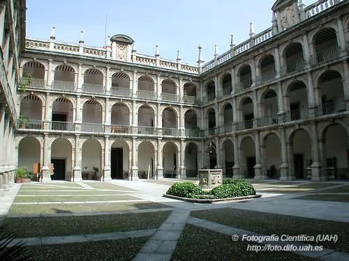 Universidad #AlcaládeHenares