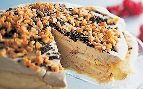 Marengslagkage med kastanjeis Kastanjepuré er ikke så almindelig i Danmark, men prøv det! Denne islagkage smager skønt!