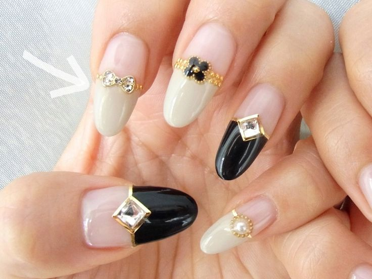 Love these jewelled nails. The combination of black and gold looks spectacular!