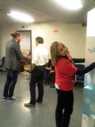 Dietro le quinte nell'area stampa Cristina dello staff si occupa dell'organizzazione.