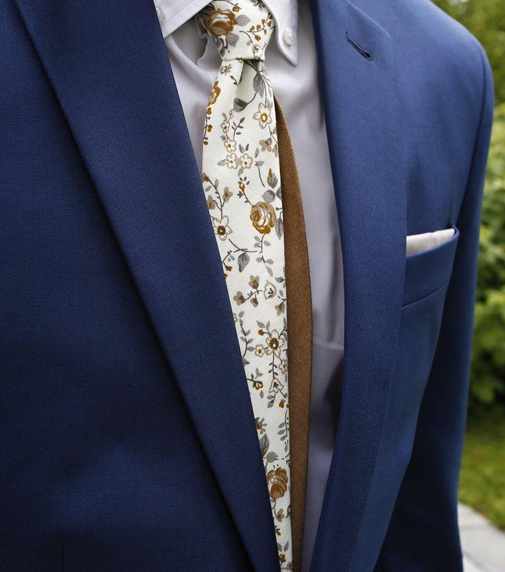 Cream/brown flower twin necktie in action...