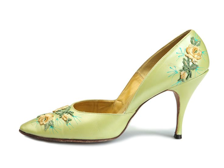 Shoe-Icons / Shoes / Light green stilettos, decorated with embroidered floral chevrons.