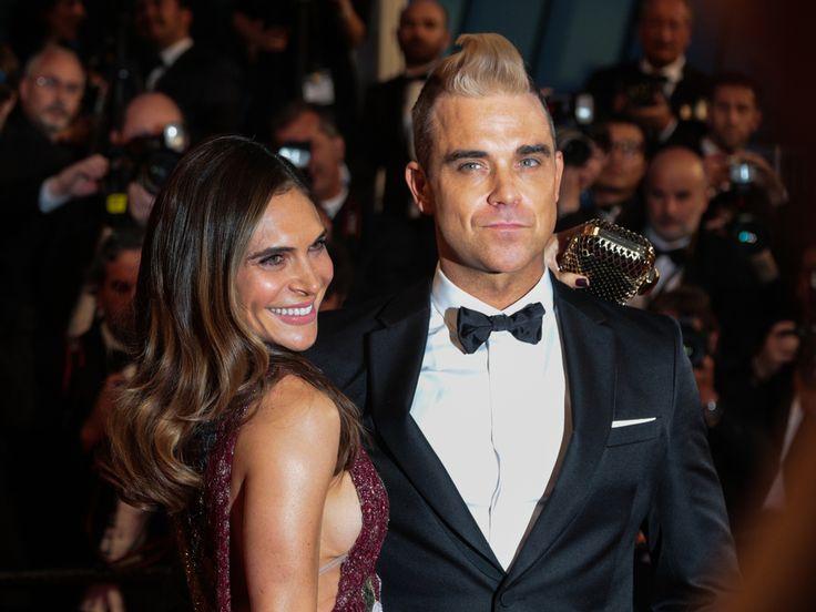 """Robbie Williams meldet sich nach seinem plötzlichen Tour-Abbruch mit einem emotionalen Video zurück und verrät seinen Fans, warum es sein musste. Schock-Nachricht von Robbie Williams (43, """"Angels"""")! In einem Video wandte sich der Sänger an seine Fans und verriet den wahren Grund für..."""