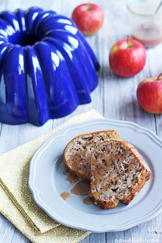 Walnut Apple Bundt Cake / Ořechová bábovka s jablky | Na vidličku food blog