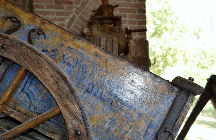 La Castella. Antico carro. Torchio.   Villafranca d'Asti. Reg. Sant'Antonio 13. ITA