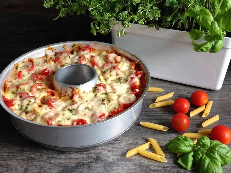 """Hol dir mit dem Nudelauflauf """"Bella Italia"""" Italien nach Hause! Ein Nudelauflauf in den Nationalfarben Italiens kommt ohne Schnick-Schnack aus und ist dennoch so lecker, wie man es von der italienischen Küche gewohnt ist."""