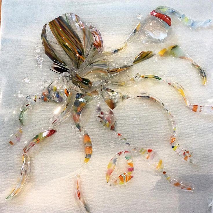 Best 25 broken glass art ideas on pinterest mosaic art for Broken glass crafts