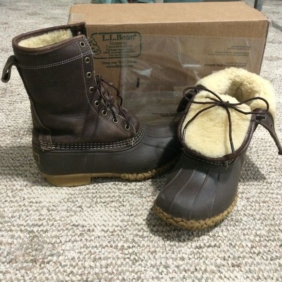 "LL Bean Boots Women's 8 Shearling Lined Duck 10"" Used in Great condition! Great Shearling lined LL Bean Boots women's size 8, Dark Chocolate Brown, 10inch high. They Sell for $220. & are back ordered till May. Normal wear, see all pics. Newer shearling insoles bought last season. They Can be worn cuffed down or up. Extra warm & waterproof. Would keep but they're too big.  Great boots! Other than normal wear they are in great shape!  Pls make offers. Will Trade for LL bean boots size 7! L.L…"