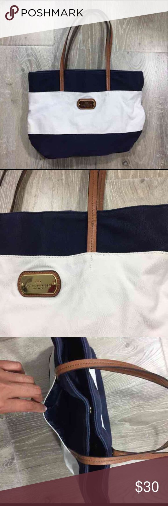 TOMMY HILFIGER • striped beach bag Minor fade in color no other flaws • medium sized bag Tommy Hilfiger Bags Shoulder Bags