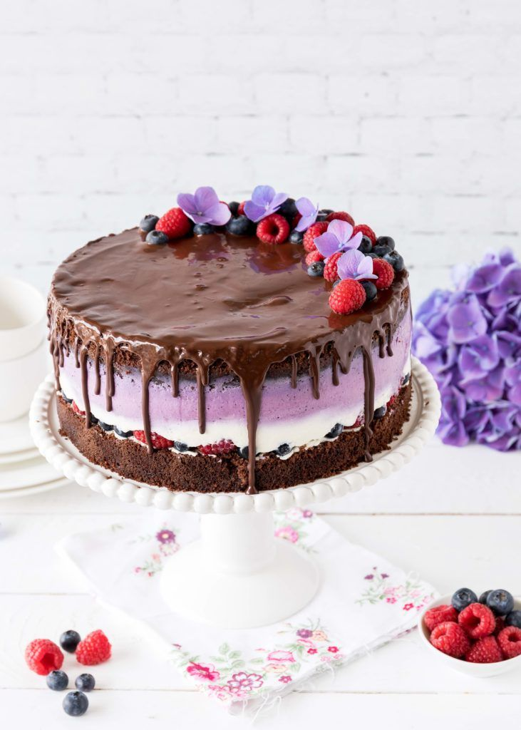 Leckere Schokoladen-Beeren-Torte mit euren Lieblin…