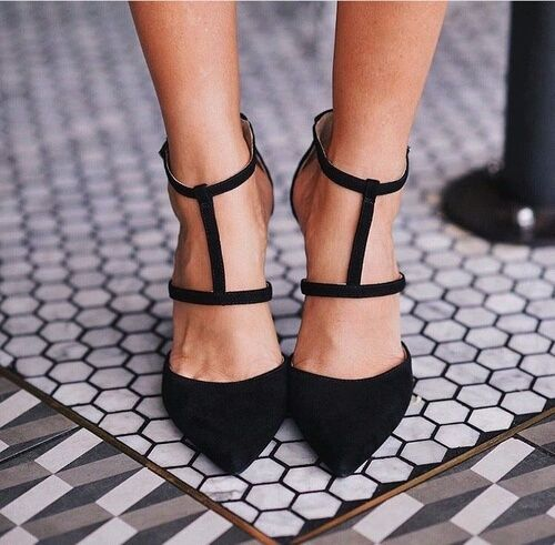 Ladies, you can never go wrong with black footwear #sssuits