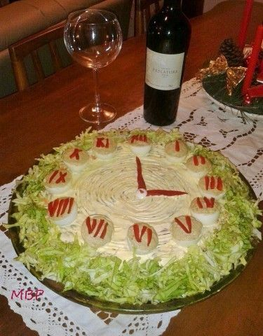 Original manera de presentar la clásica mayonesa de ave. Ideal para la mesa de noche buena o año nuevo .