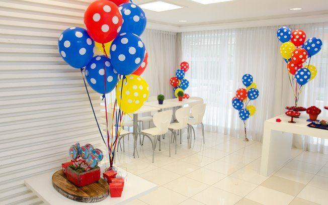 Veja como ficou o salão até agora. Com mais algumas mesas, o espaço comporta uma festa com aproximadamente 30 pessoas. Mas você já pensou nos espaços externos?
