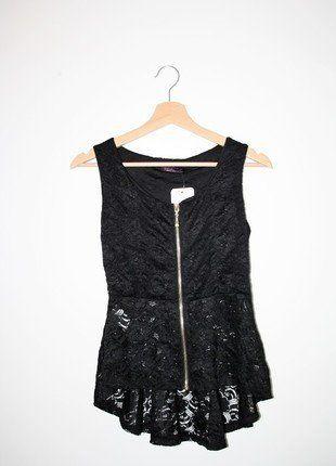 À vendre :  http://www.vinted.fr/mode-femmes/autres-hauts/20984106-top-peplum-dentelle-noir-tendance-fashion