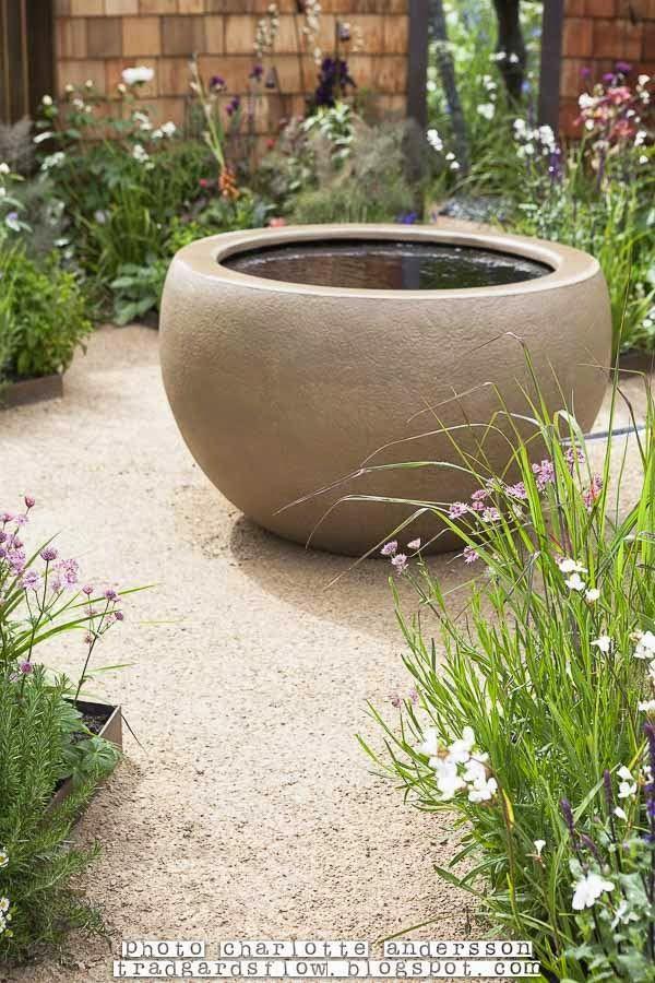 Round circular cement water feature garden water for Circular garden ponds