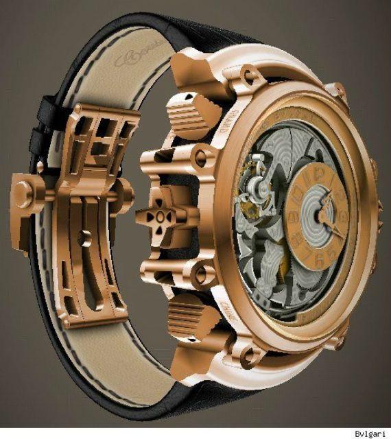 A escolha e compra de um relógio é um momento de extrema importância, ainda que muita gente o trate com certa displicência, afinal, elegendo a peça certa você pode estar adquirindo um companheiro p…
