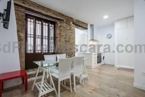 Santa Cruz 2 Sevilla Located 300 metres from Barrio Santa Cruz and 1 km from Triana Bridge - Isabel II Bridge, SC2 offers accommodation in Seville. The air-conditioned unit is 1.1 km from Plaza de España. Plaza de Armas is 1.4 km from SC2, while La Cartuja Island is 2.