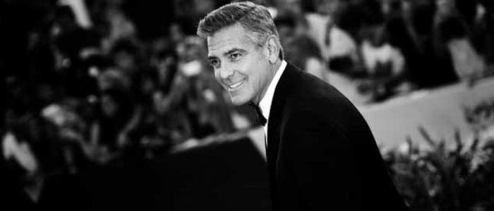 George Clooney con Omega en Venecia El embajador de la marca suiza acudió a la Mostra a presentar su última película luciendo un De Ville en la muñeca.
