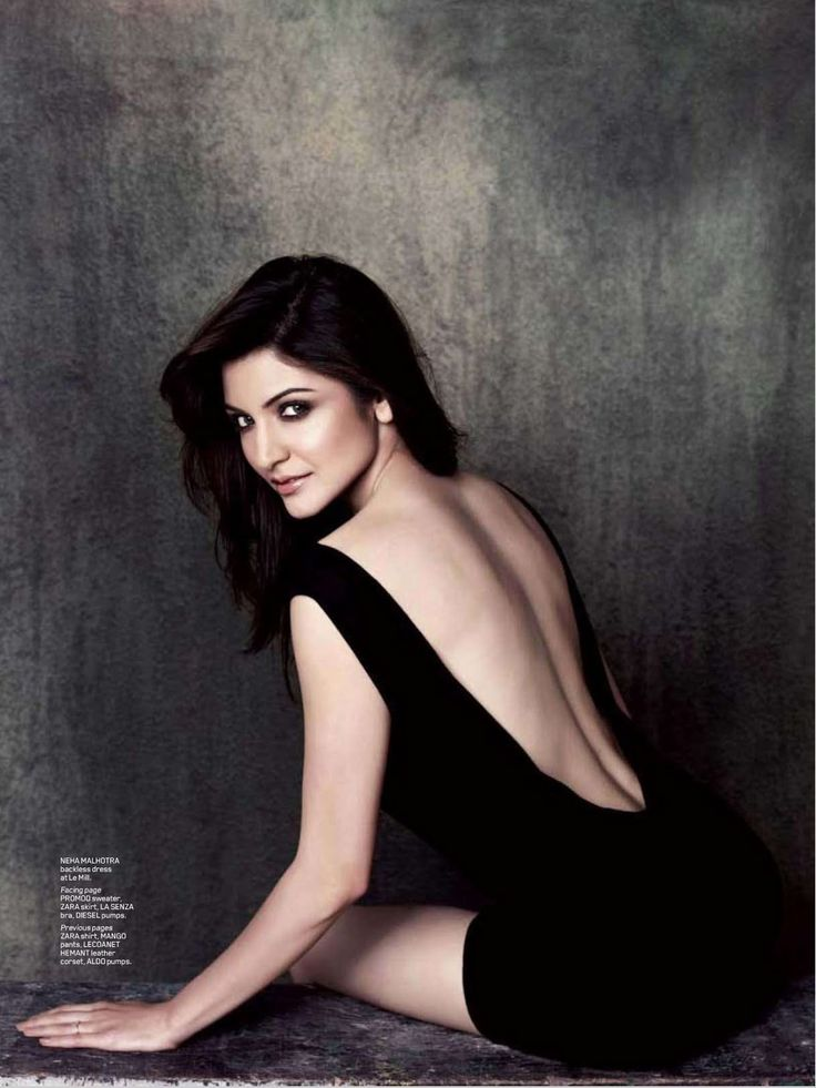 Anushka Sharma naked frorm behind