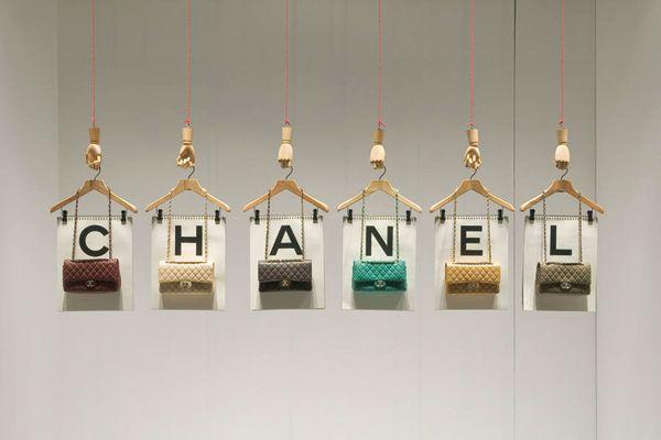 Chanel store window Simple yet impactful!