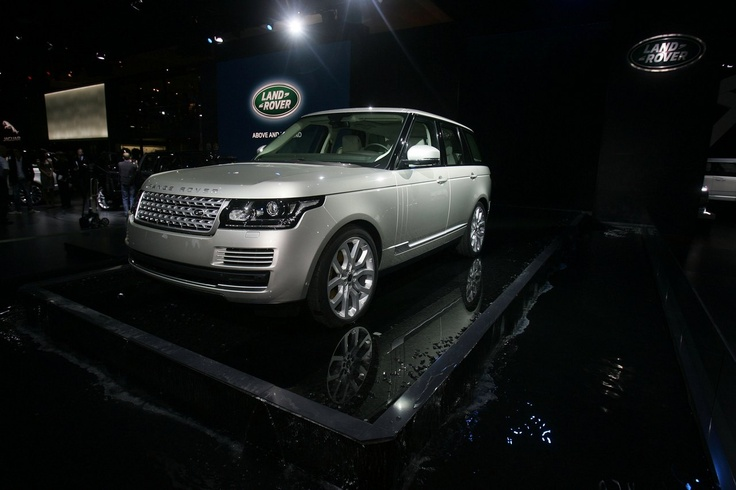 2013 Range Rover was revealed at the Paris Motor Show. Here is the 2013 Range Rover in all its beauty and luxury