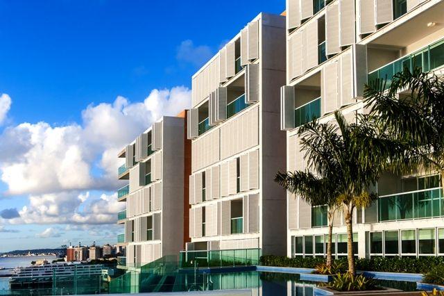 A solução arquitetônica proporciona alta performance em proteção solar e controle eficaz da luz nos interiores.