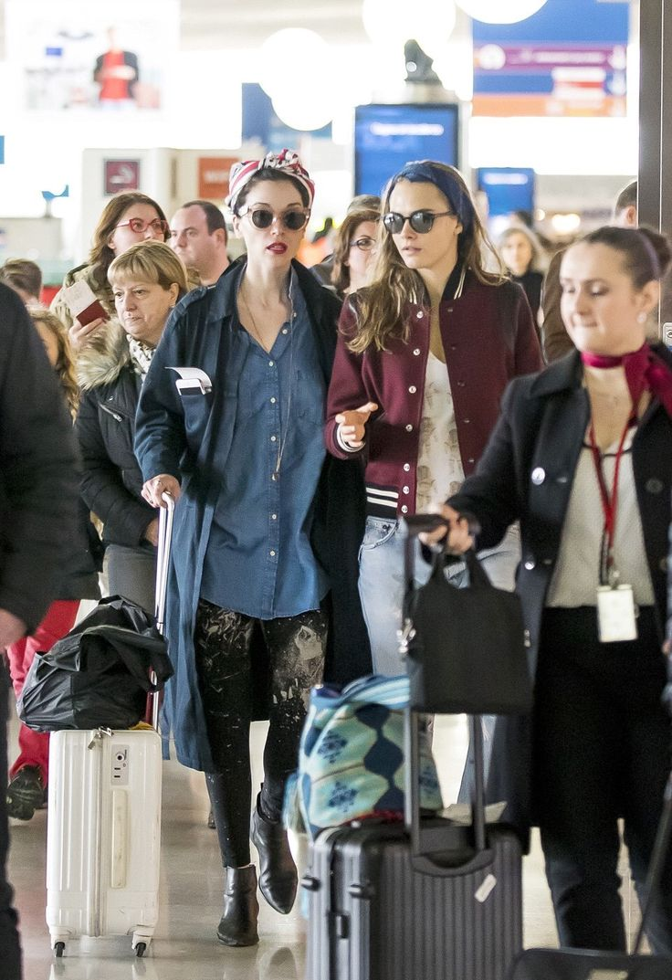 Cara Delevingne With Her Girlfriend Annie Clark At Charles De Gaulle Airport In Paris