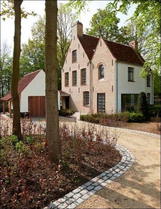 Belgian architecture : introducing the 'Begijnhofstijl'