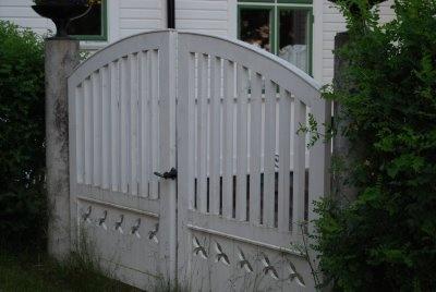 TildaochMamma: Vita grindar...Vitt hus...och Kolmården...