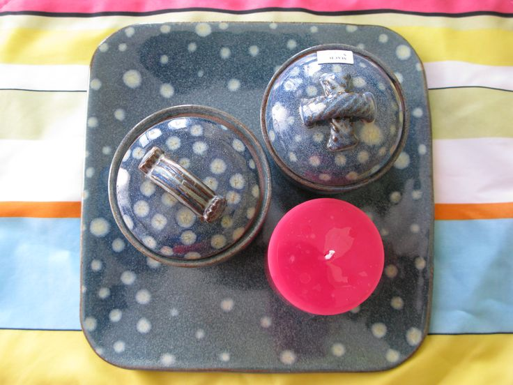 Plate with matching jars.