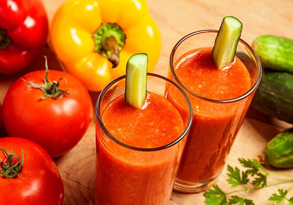 Áfonyából, almából vagy éppen trópusi gyümölcsökből izgalmas zsírégető italokat gyárthatsz.