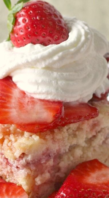 This strawberry dessert has a cake layer, a layer of fresh strawberries, cream cheese and a brown sugar crumble on top. Perfect for summer!