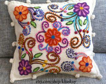 Peruana de almohada bordada flores ovejas y alpaca lana por khuskuy