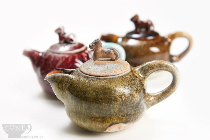 Horse top teapots.....    by Seong-il Hong / Nov, 2014