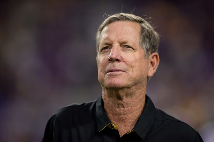Norv Turner Resigns, Which Should Totally Fix the Vikings -- The Minnesota Vikings are a mess after losing their past two games. So what is their solution? It involves offensive coordinator Norv Turner resigning.